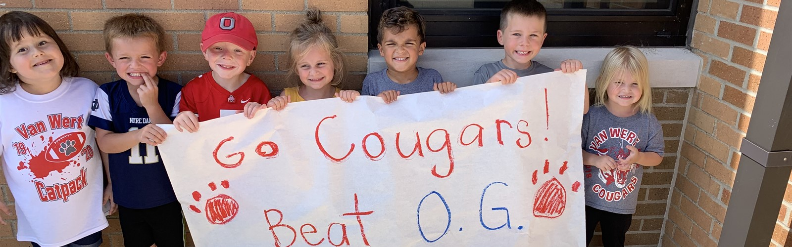 "Preschoolers holding ""Go Cougars"" banner"